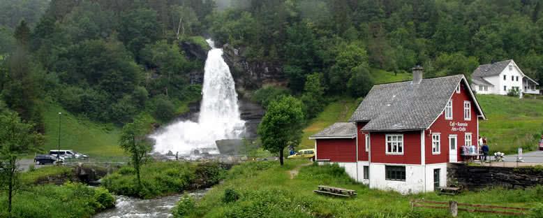 Steindalsfossen Şelalesi - Norveç