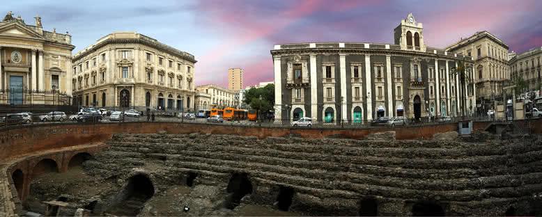 Tarihi Binalar ve Roma Amfitiyatrosu - Catania