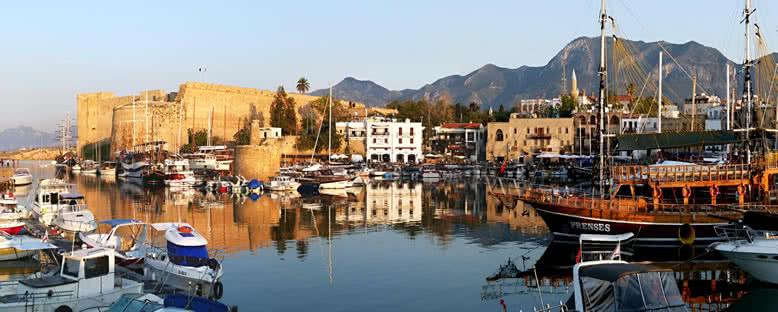 Tarihi Girne Limanı - Kıbrıs