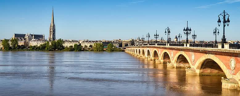 Taş Köprü ve St. Michel Katedrali - Bordeaux