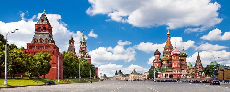 Kremlin ve St. Basil Katedrali - Moskova