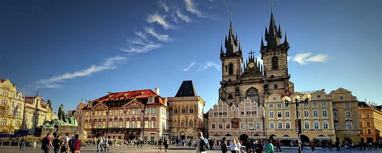 Tyn Kilisesi ve Tarihi Binalar - Prag