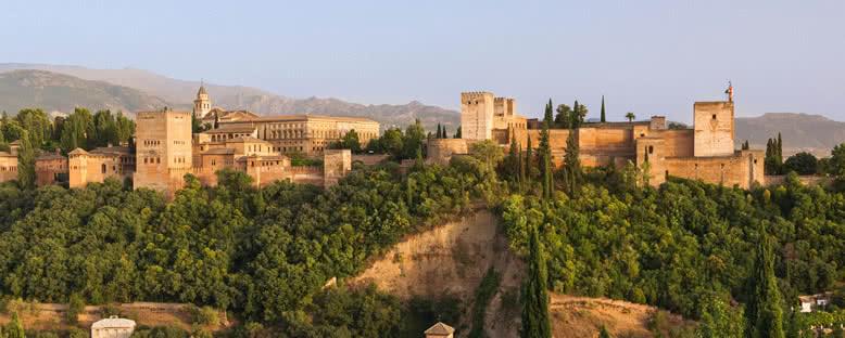 Tepe Üzerinde Elhamra - Granada