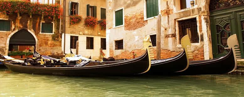 Bekleyen Gondollar - Venedik