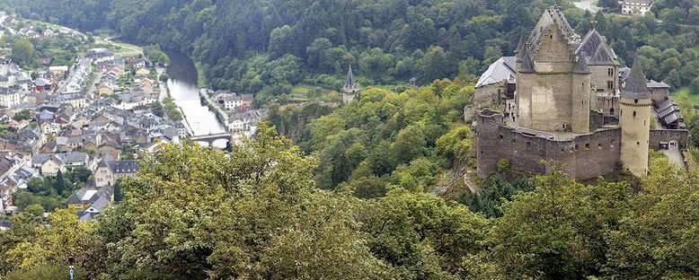 Vianden Şatosu ve Kent Manzarası - Lüksemburg