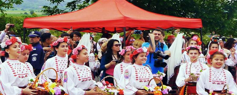 Yerel Kıyafetli Gençler - Kazanlık Gül Festivali